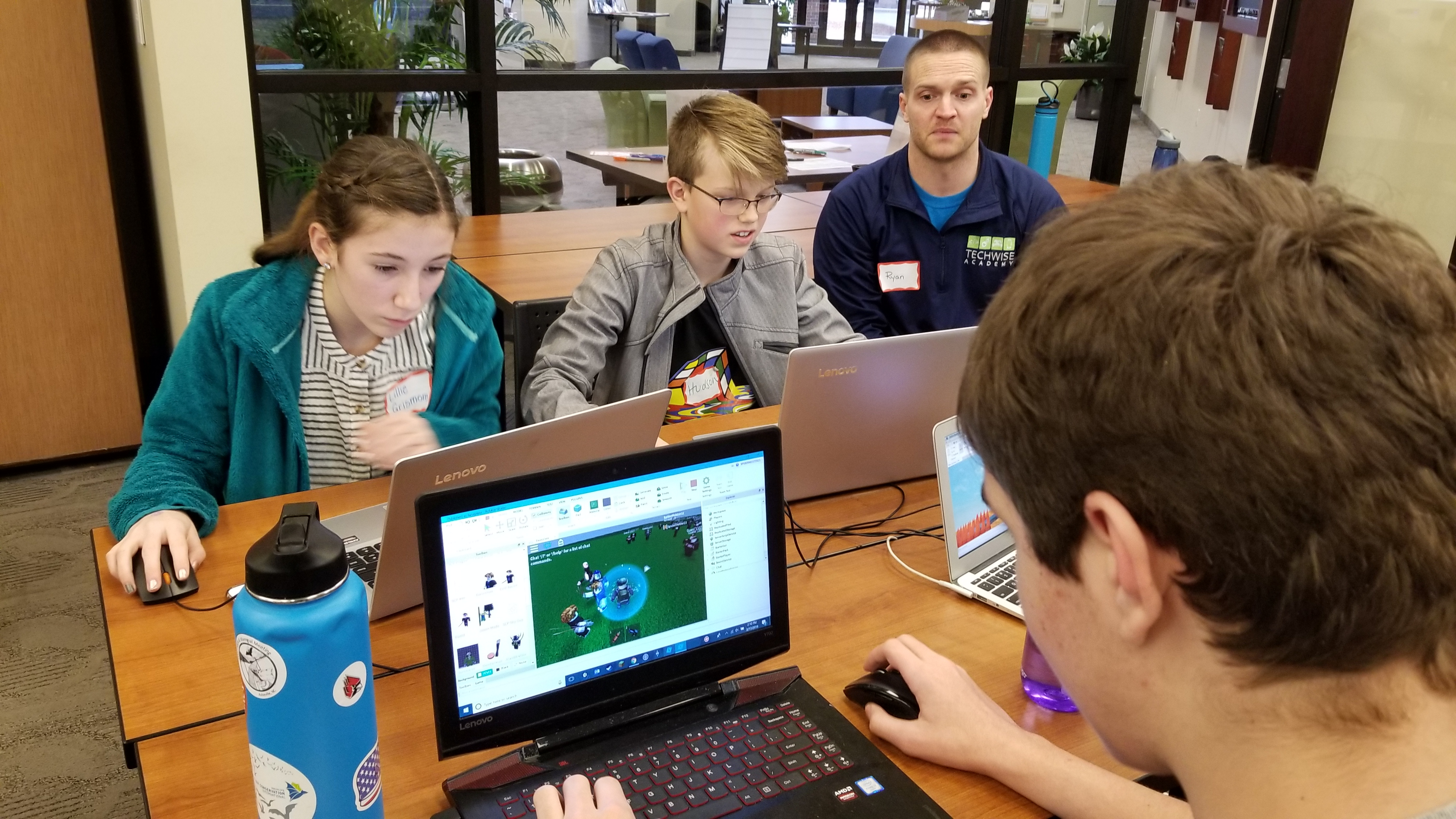 Students receiving instruction in Roblox