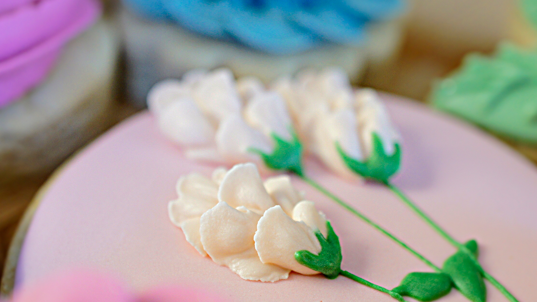 floral decorated sugar cookies