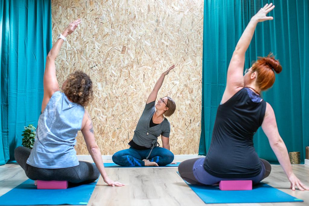 45 minuter yoga för rygg och höfter