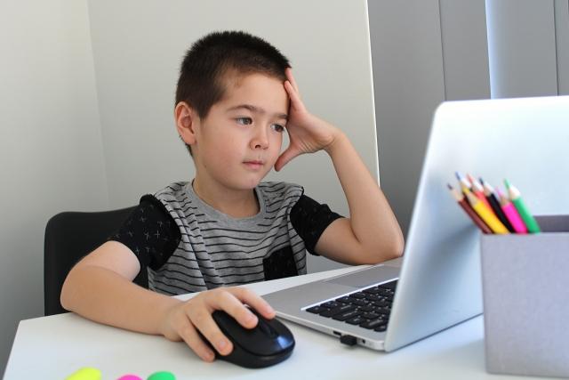 学校がオンライン授業になる事が不安なあなたへ