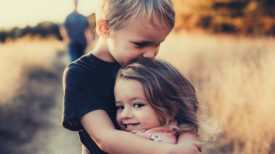 bambino salta sensibilità empatia