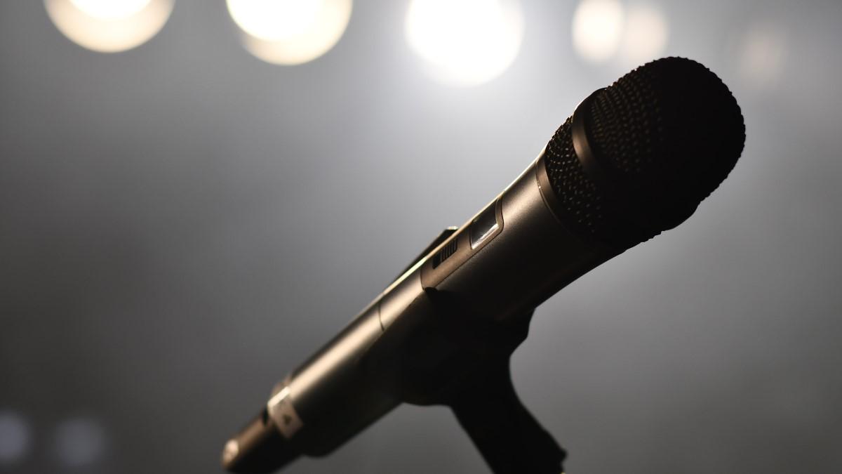 back microphone with dark blurred background & 4 lightsnd