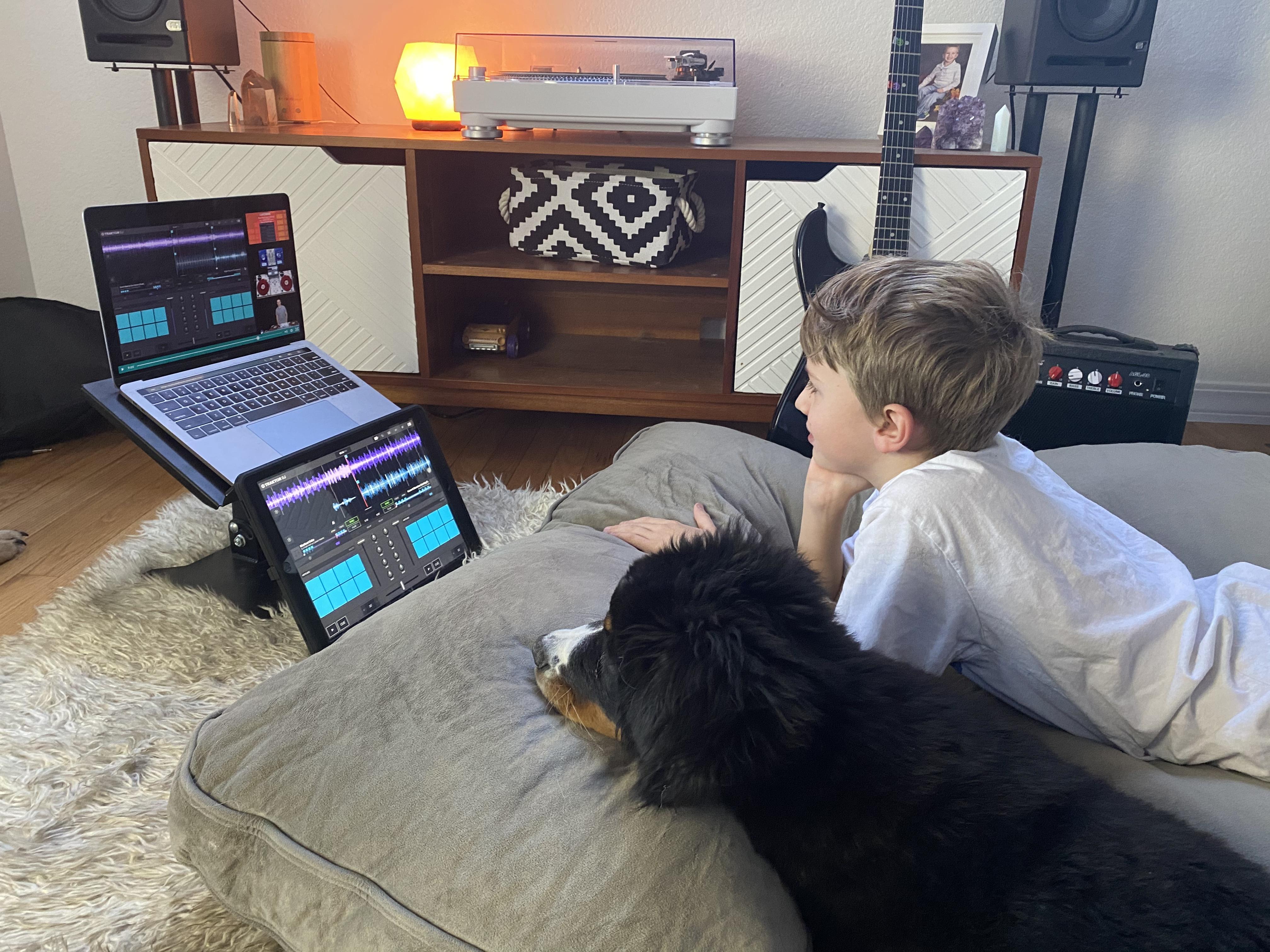 iDJ101 Lean To DJ on iPad\