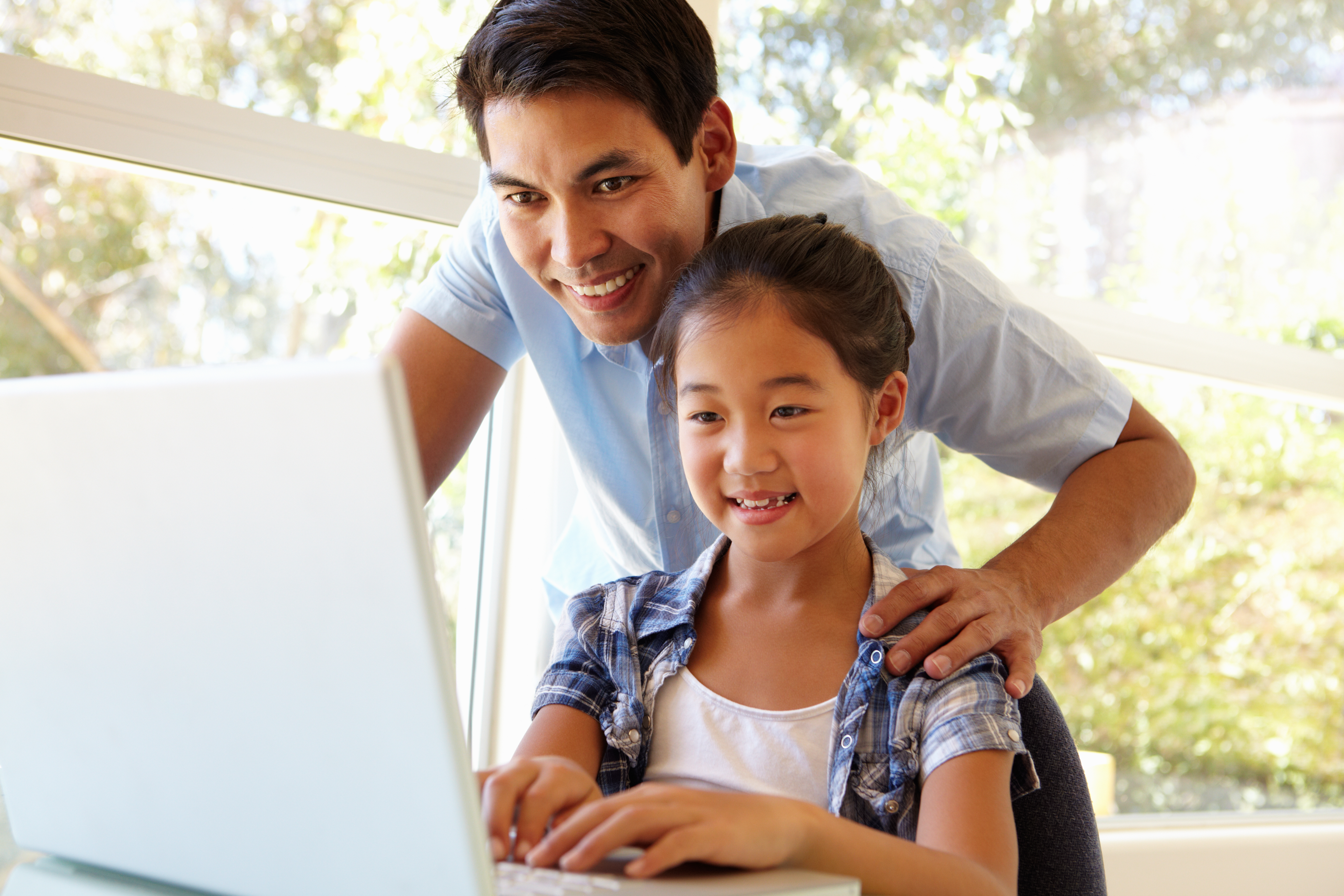 dad working online with his daughter with dyslexia