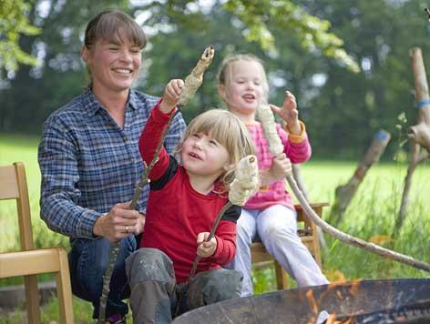 making damper bread on a fire