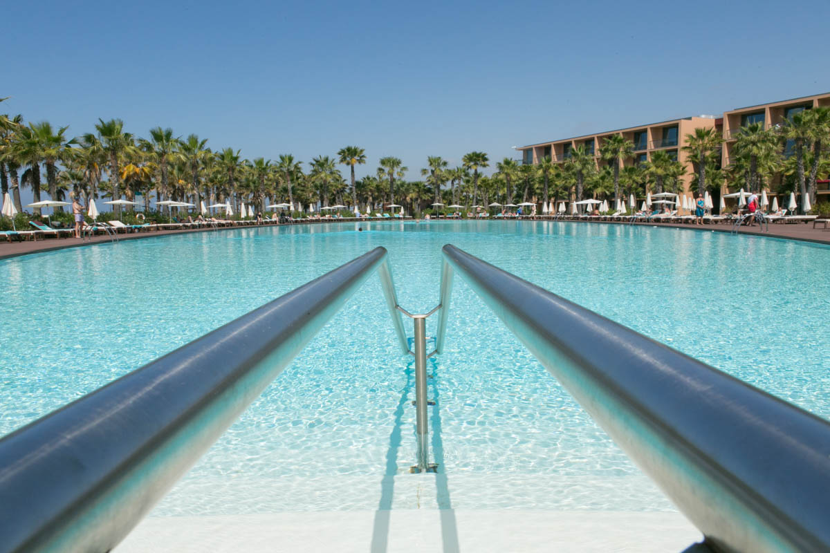 leading lines in swimming pool