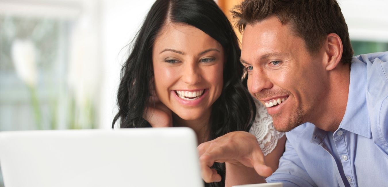 husband and wife watch laptop