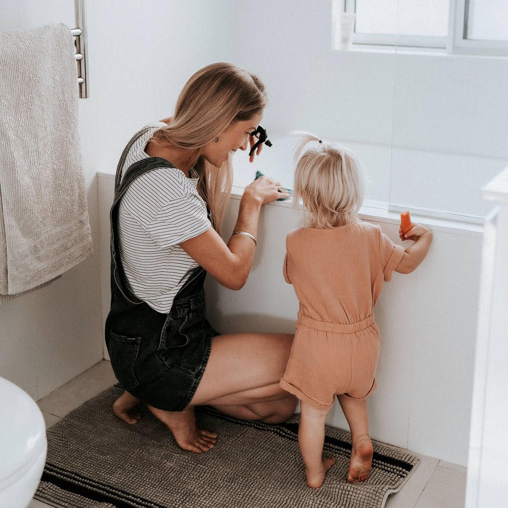 Toxin Free Bathroom Cleaning_Amy Innes