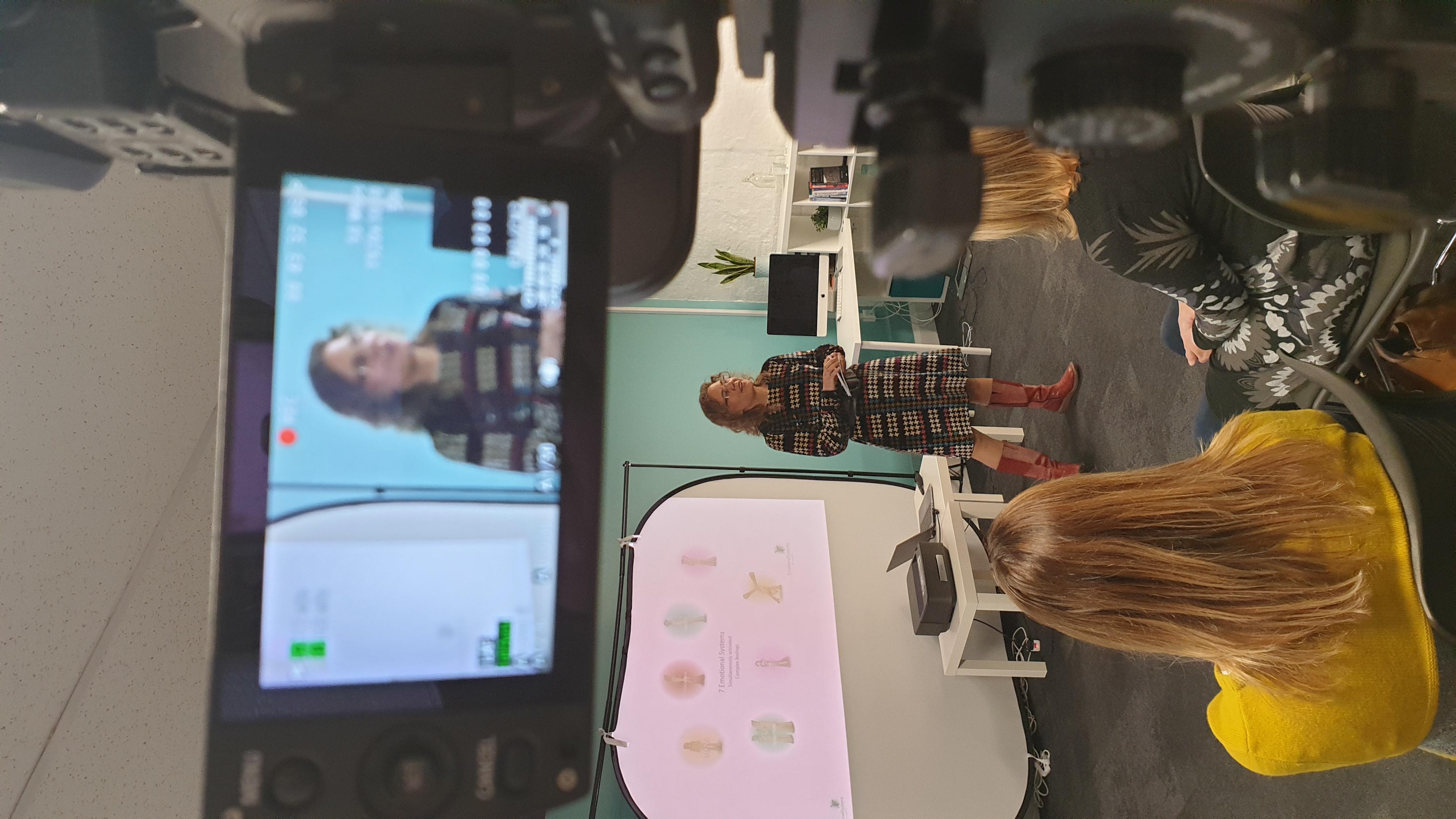 Dr Jessica Bolton in live workshop being filmed.