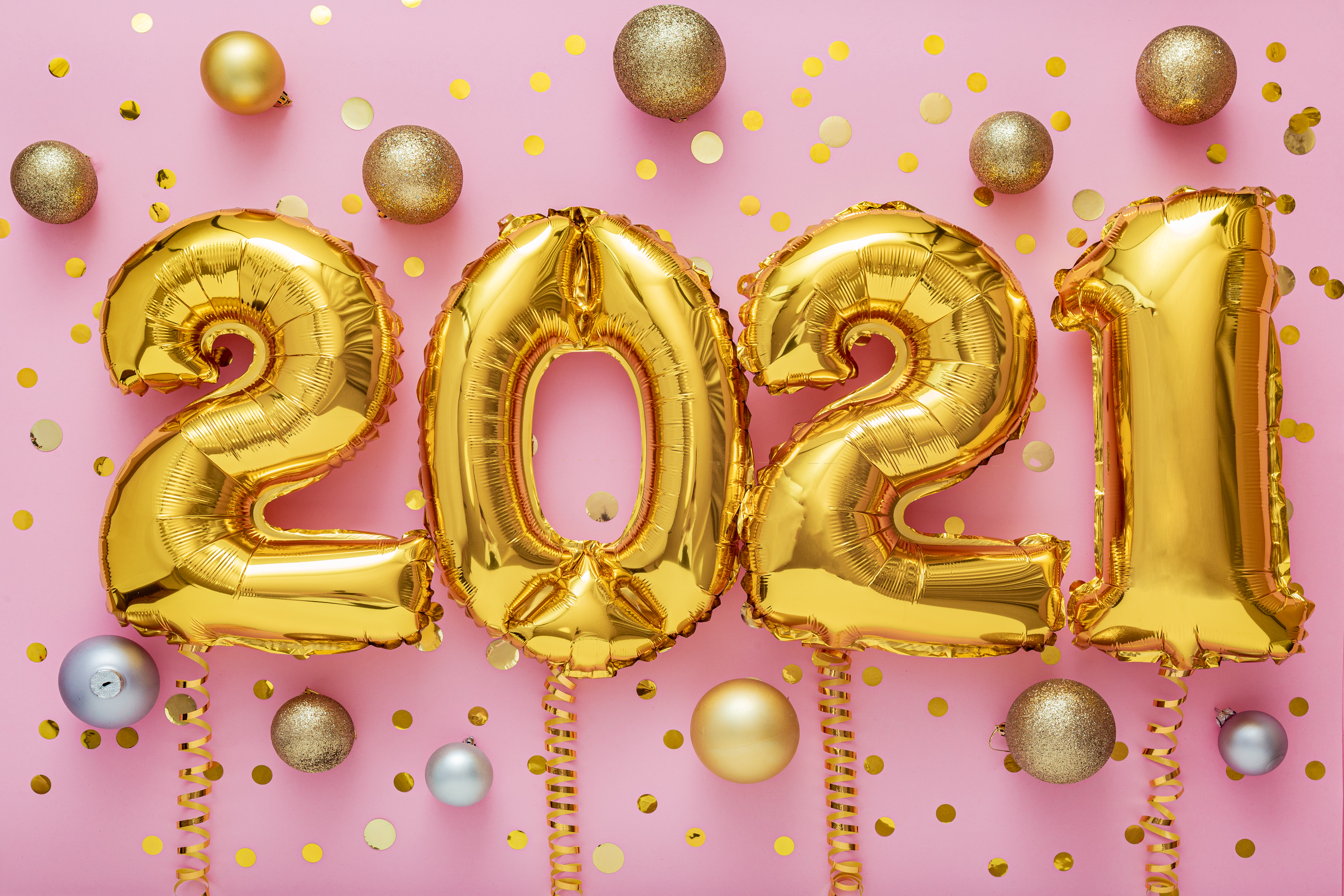 Image of 2021 balloons to illustrate tips for staying on track in the cake business in the new year.