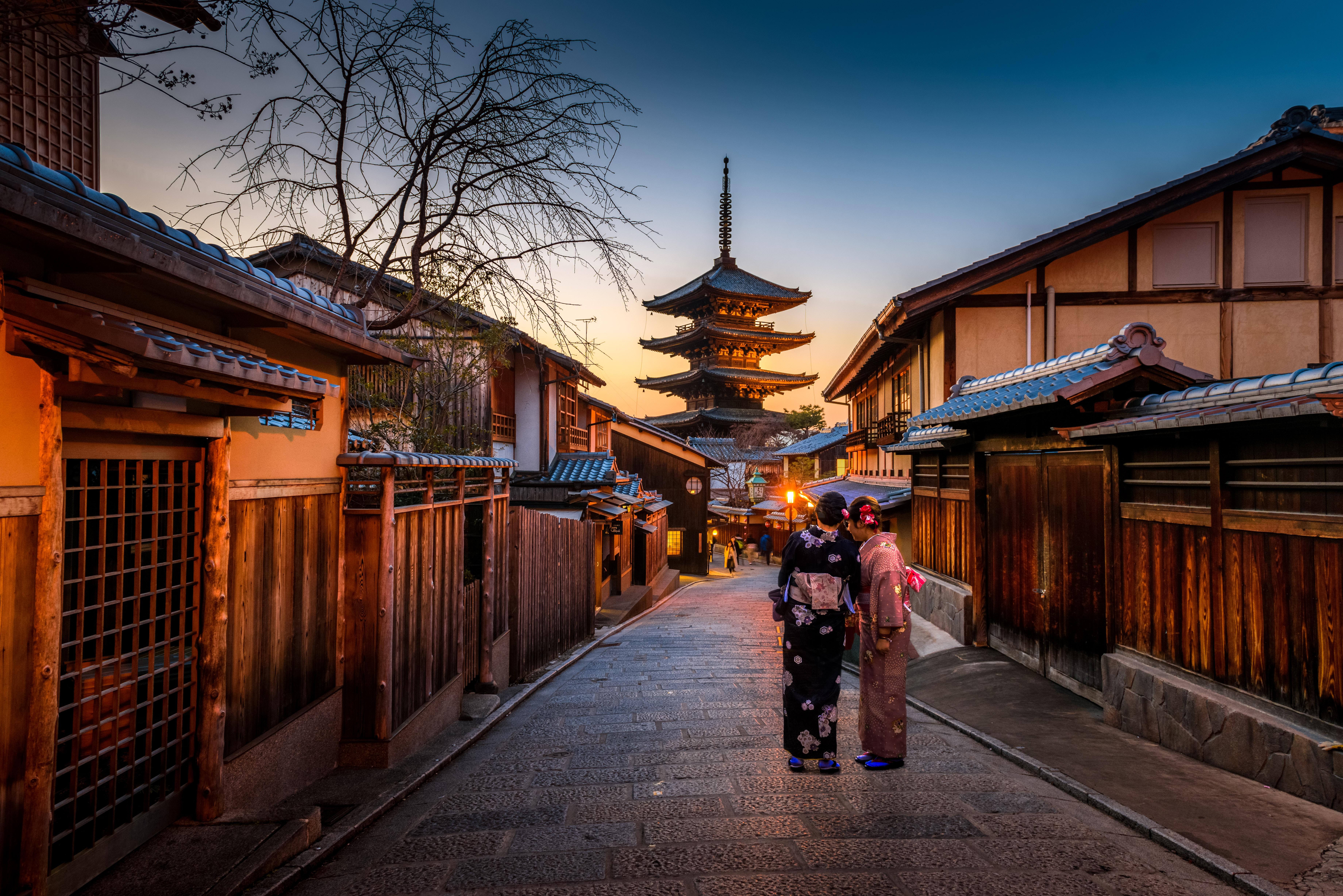Kyoto, Japan picture by Sorasak on Unsplash.com