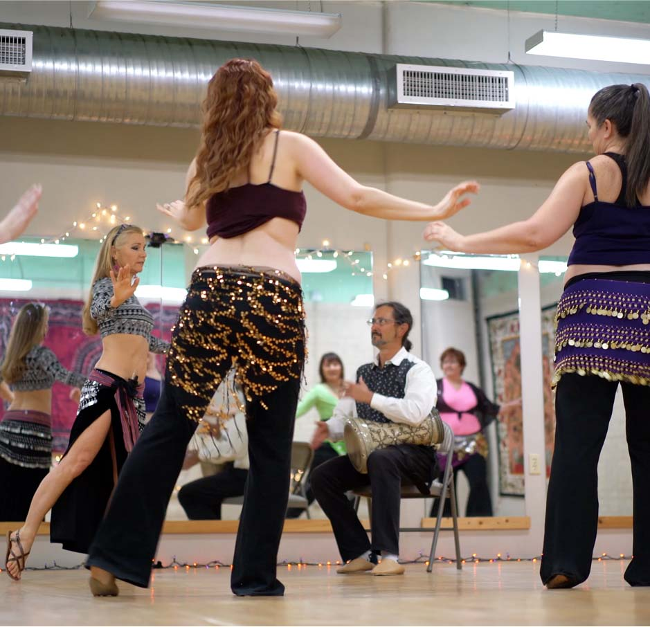 belly dancer Jensuya and drummer Robert Peak teaching belly dance workshop in dance studio