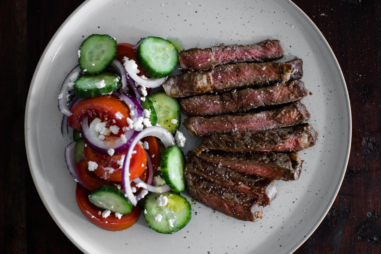 entrecote-kreikkalainen-salaatti-5-min.jpg
