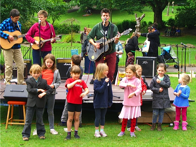 Al start and band with children signing