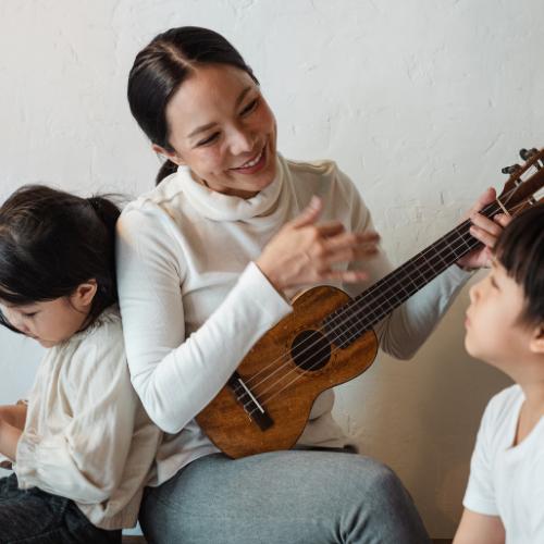 mum and 2 kids play ukulele